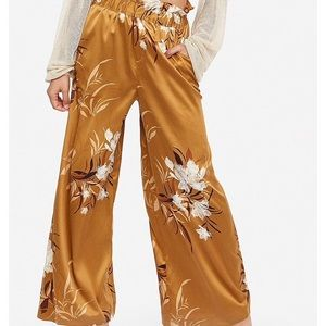 New ROCKY BARNES /EXPRESS wide leg  pants